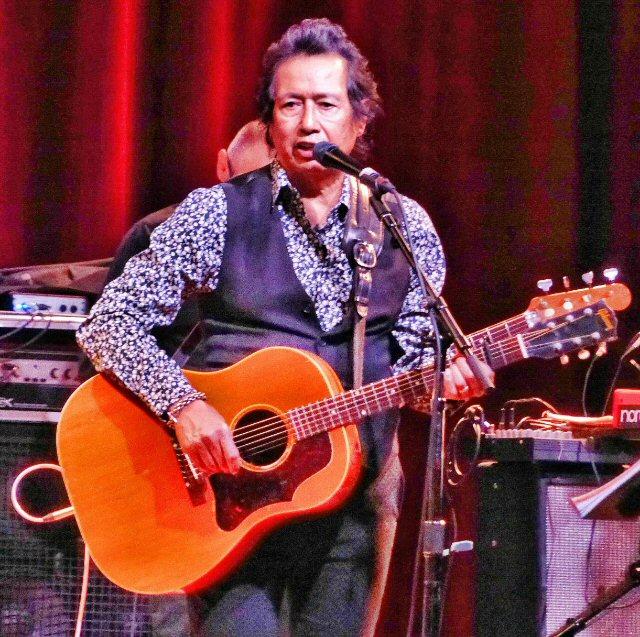 Alejandro Escovedo Crosses Borders at the City Winery in Nashville